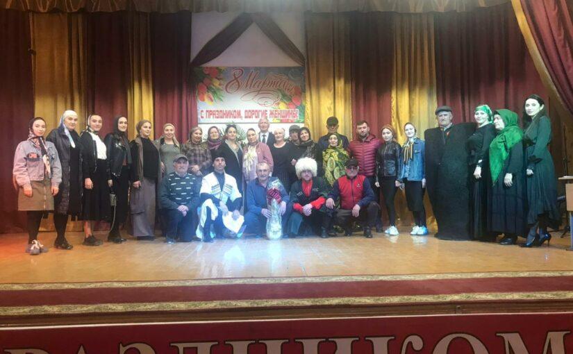 Фольклорный ансамбль «Ахвах» выступил с праздничным концертом в Центре традиционной культуры с.Ботлих Ботлихского района.